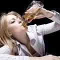 девушка алкоголик